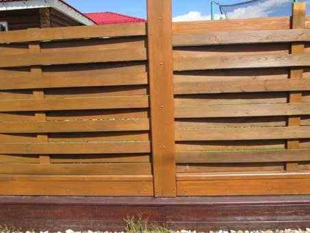 Опыт окраски резиновой краской СуперДекор деревянного забора на даче